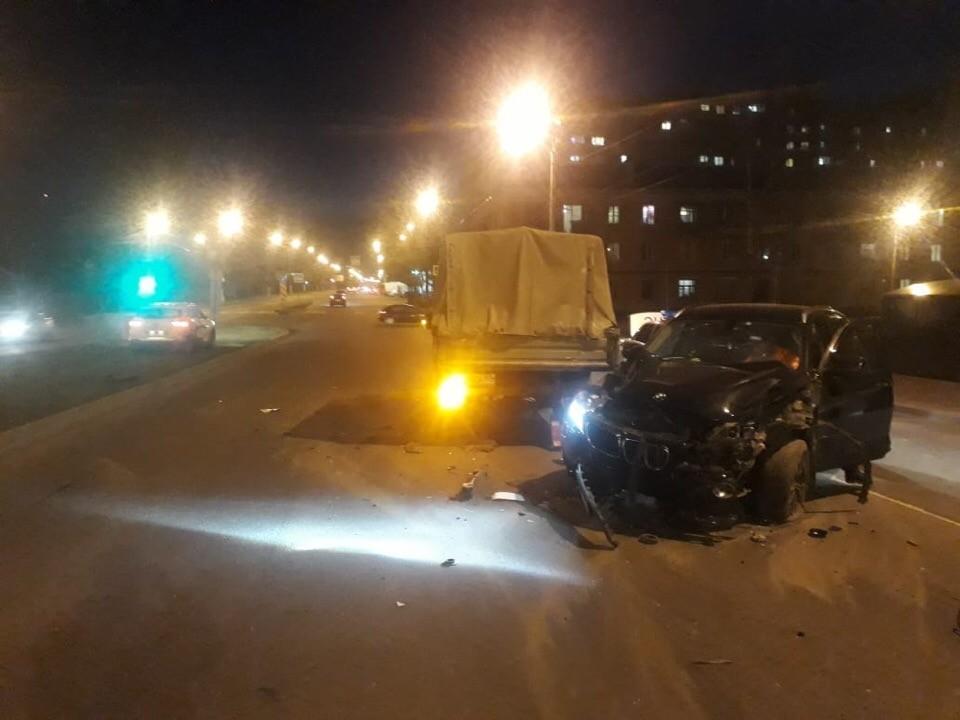В Твери на светофоре столкнулись три автомобиля
