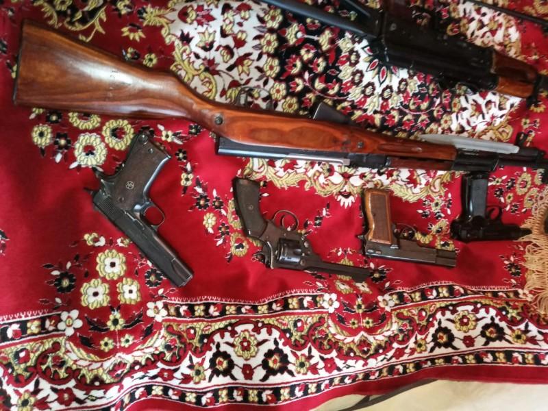 В Твери мужчина хранил дома целый арсенал оружия и боеприпасов