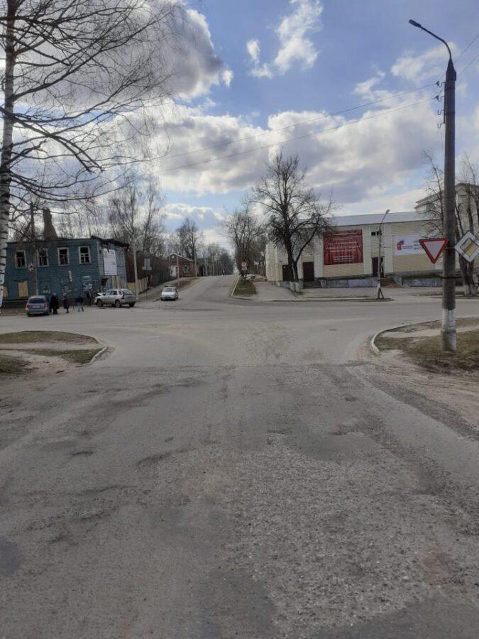 Пожилая женщина пострадала в столкновении двух автомобилей в Тверской области