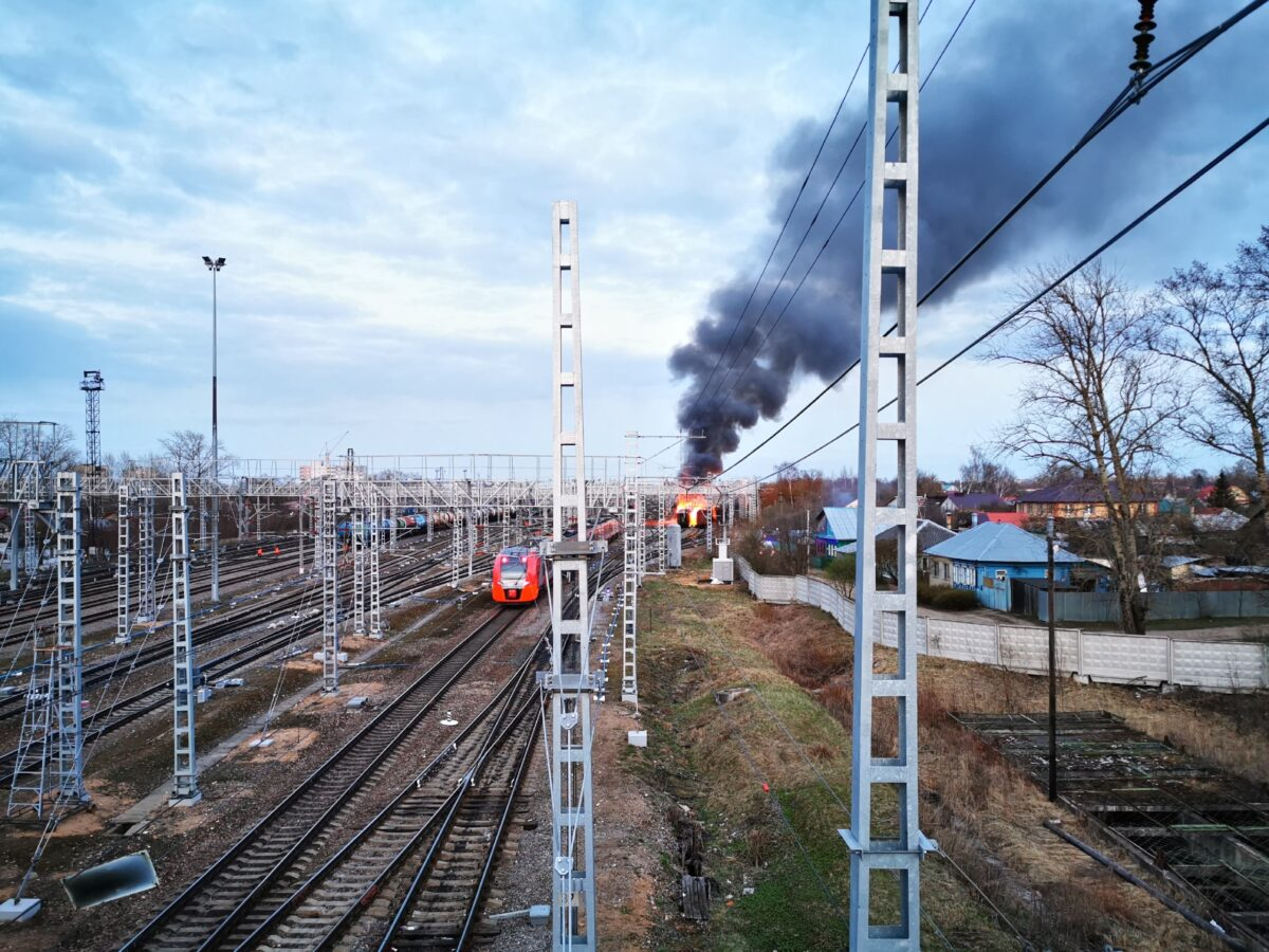 На Октябрьской железной дороге в Твери загорелся вагон поезда