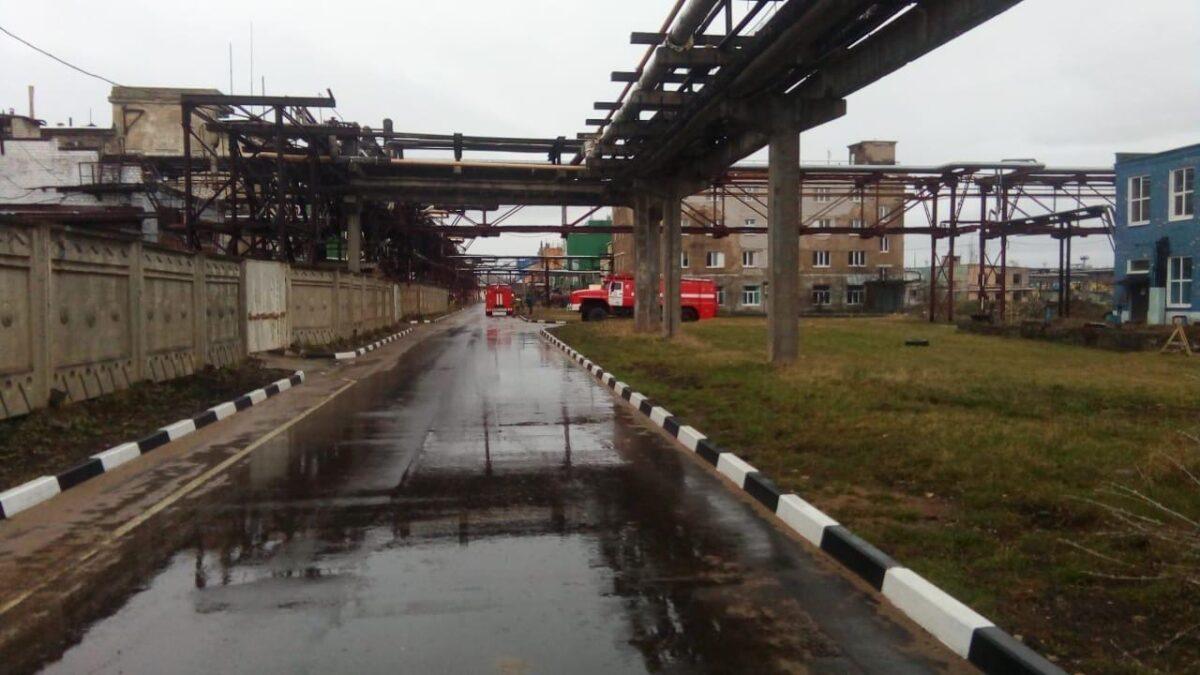 На химическом заводе в Тверской области произошёл хлопок с выбросом желтого дыма