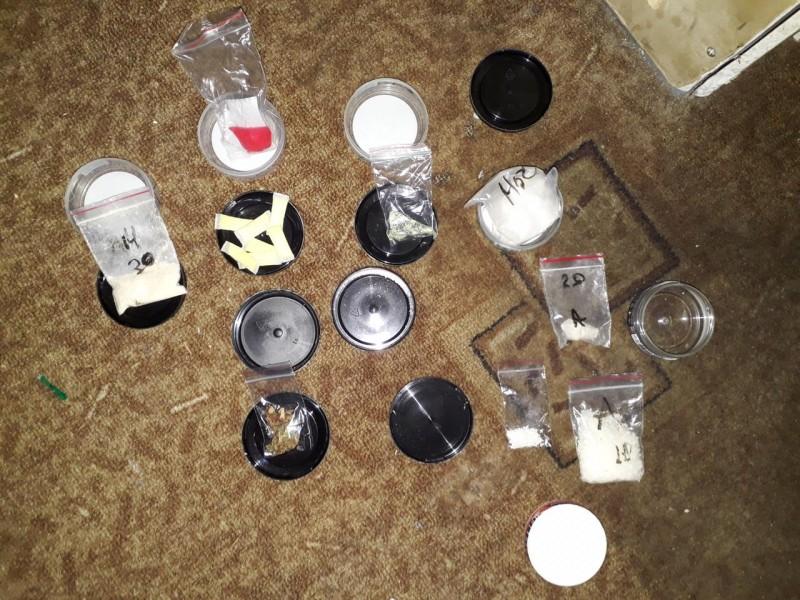 Молодой мужчина собирался торговать синтетическими наркотиками трёх видов в Тверской области