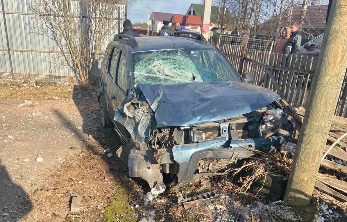 В деревне под Тверью пьяный водитель протаранил забор