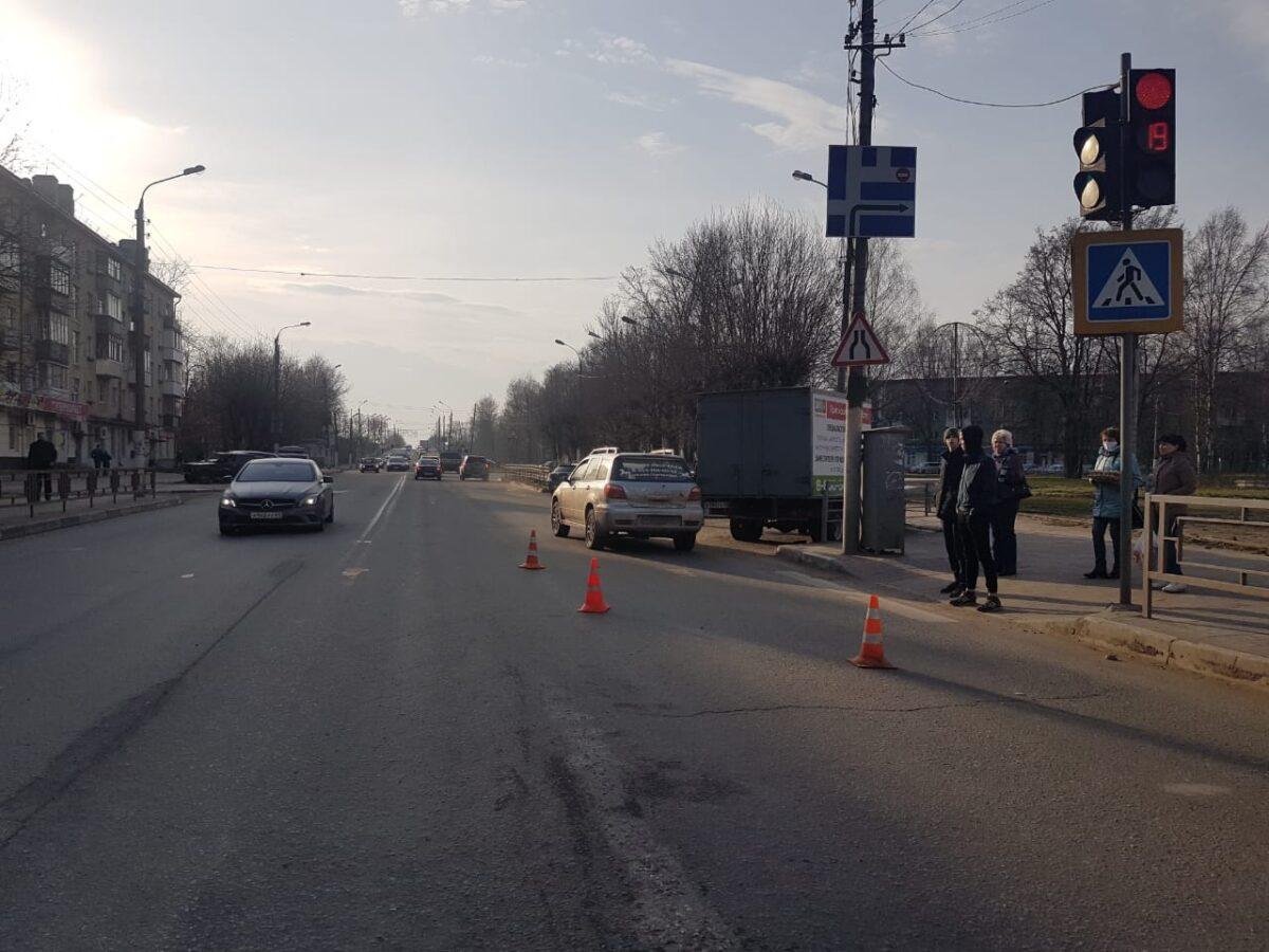 В Твери девушка попала под колеса на пешеходном переходе