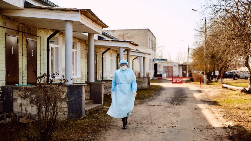 Владимир Путин продлил самоизоляцию населения до конца апреля