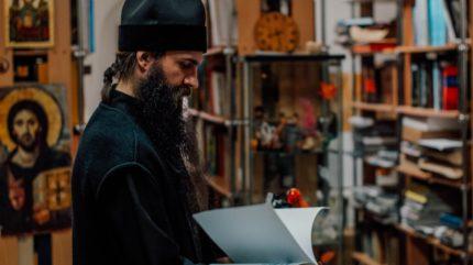 Крест и гречка: наместник Старицкого монастыря просит не приходить на службу