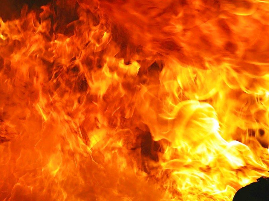 Опубликовано видео с ночного пожара в Твери, где пострадали люди