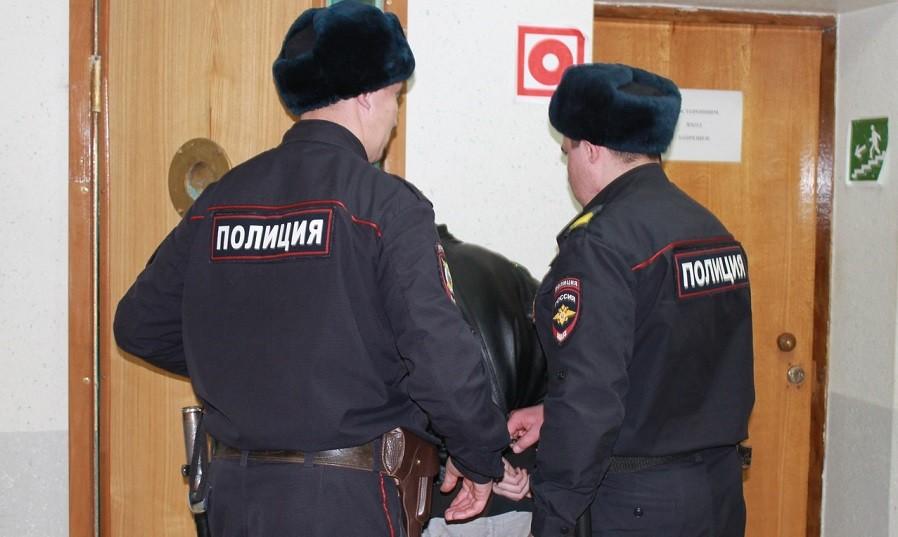 Житель Тверской области ударил знакомого ножом в живот из-за сожительницы