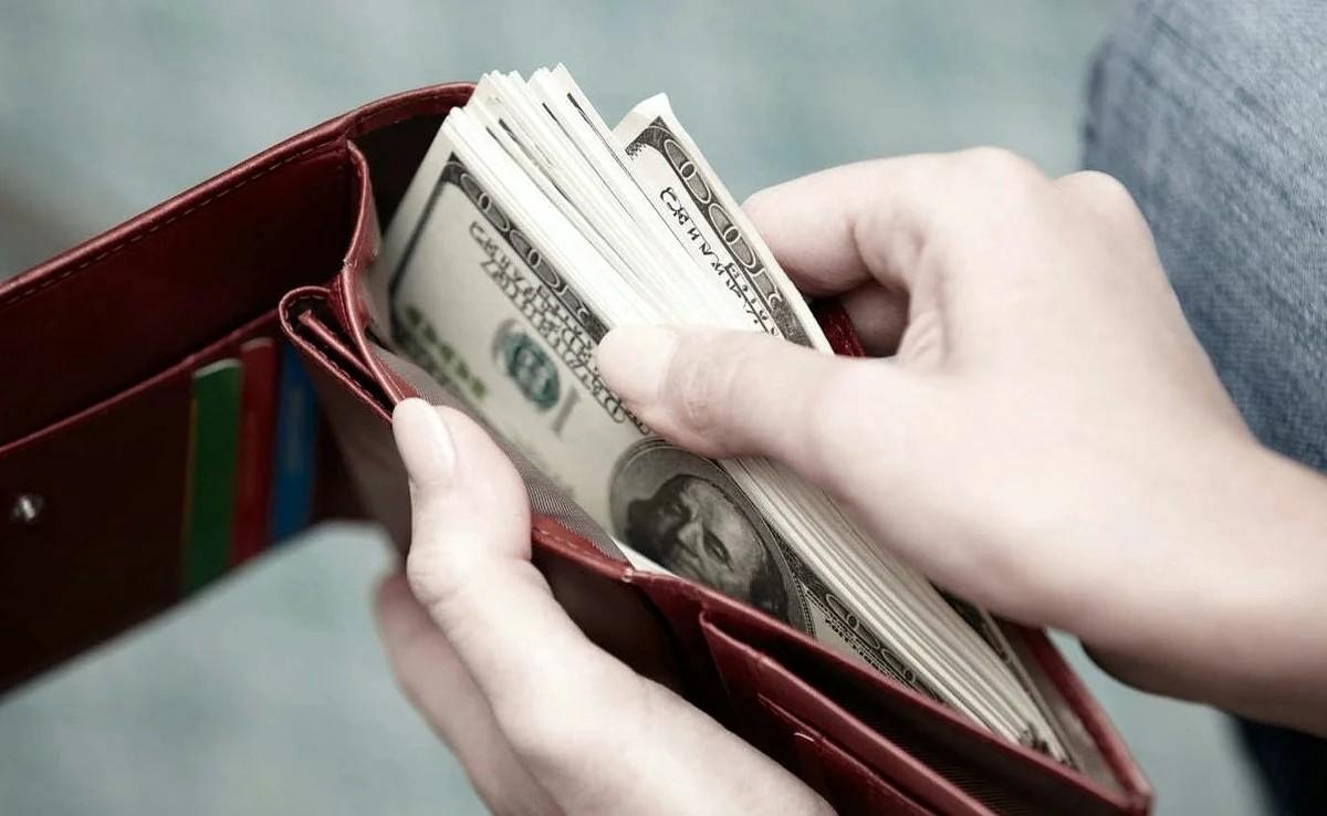 После вечеринки житель Тверской области недосчитался нескольких тысяч долларов