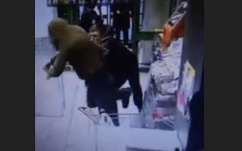 В тверском магазине мужчина устроил драку