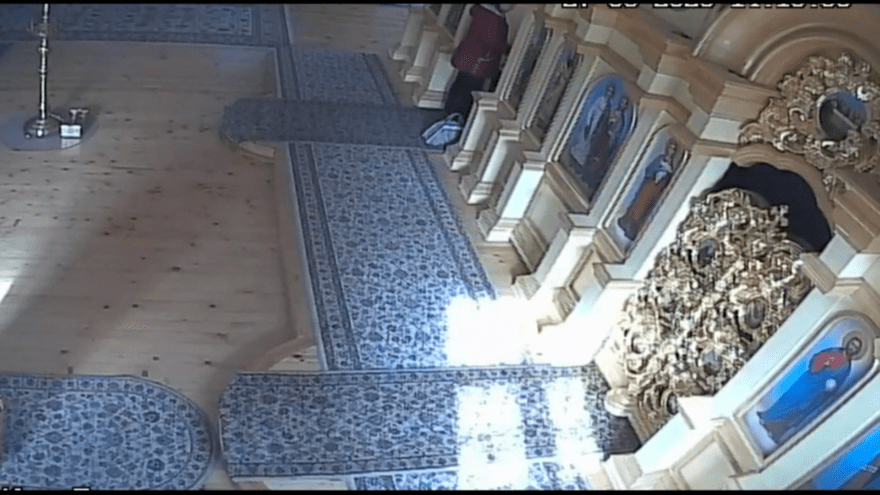 Из раки со святыми мощами в тверском храме украли золото