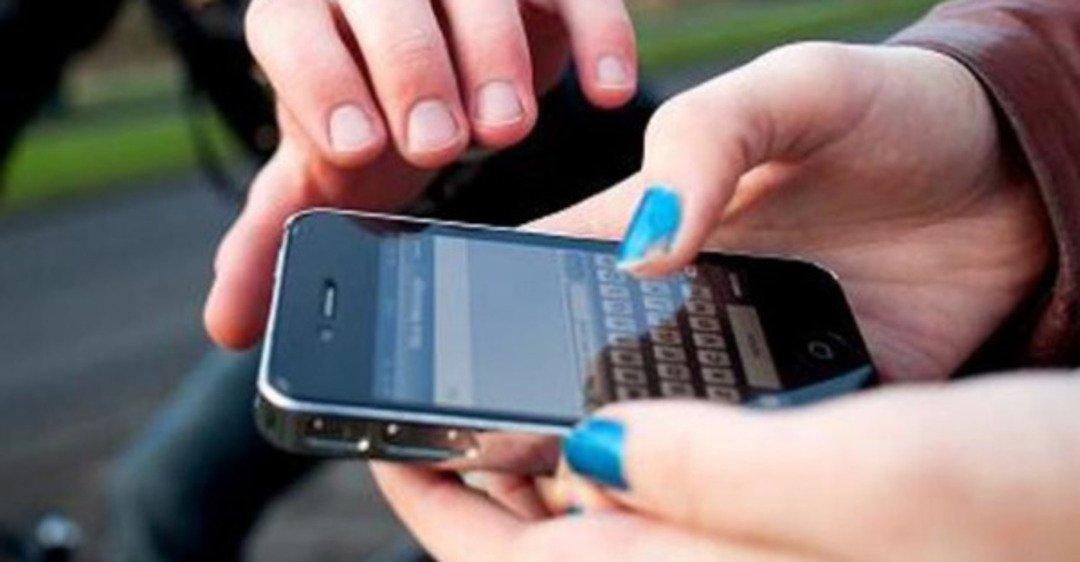 В Твери у женщины вырвали телефон из рук