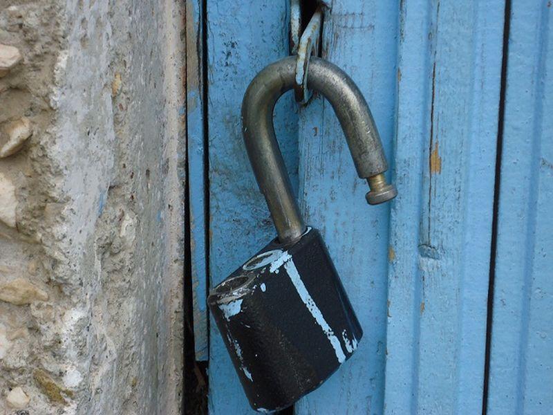 Два парня украли в Тверской области дверцу от печки и плиту