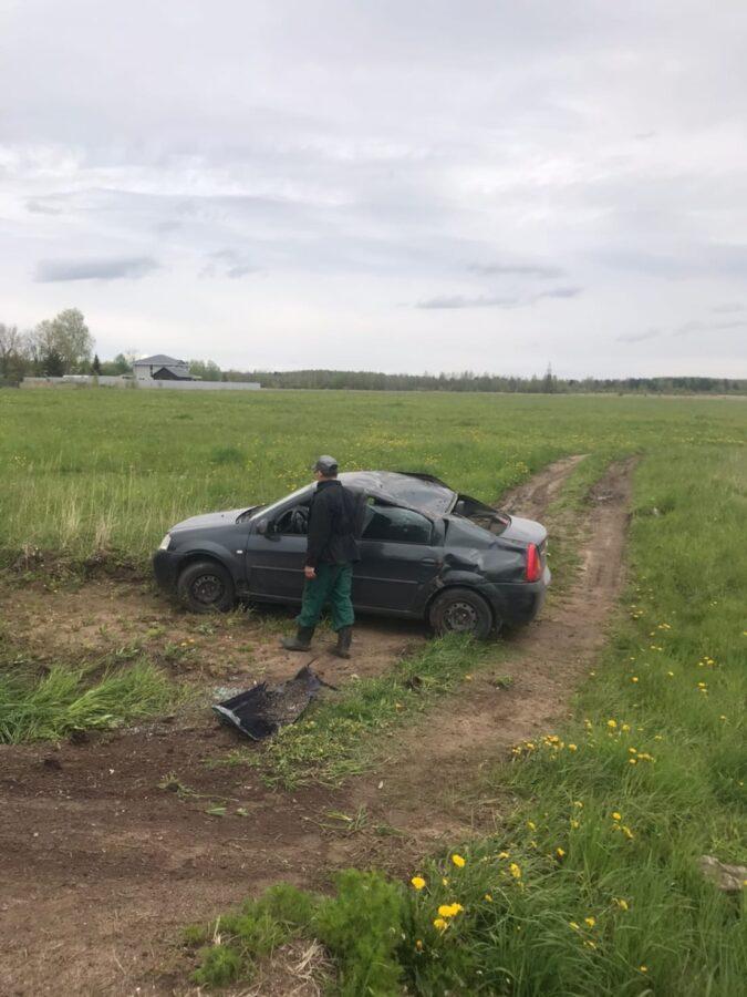 Под Тверью водитель вылетел с дороги - не вписался в крутой поворот