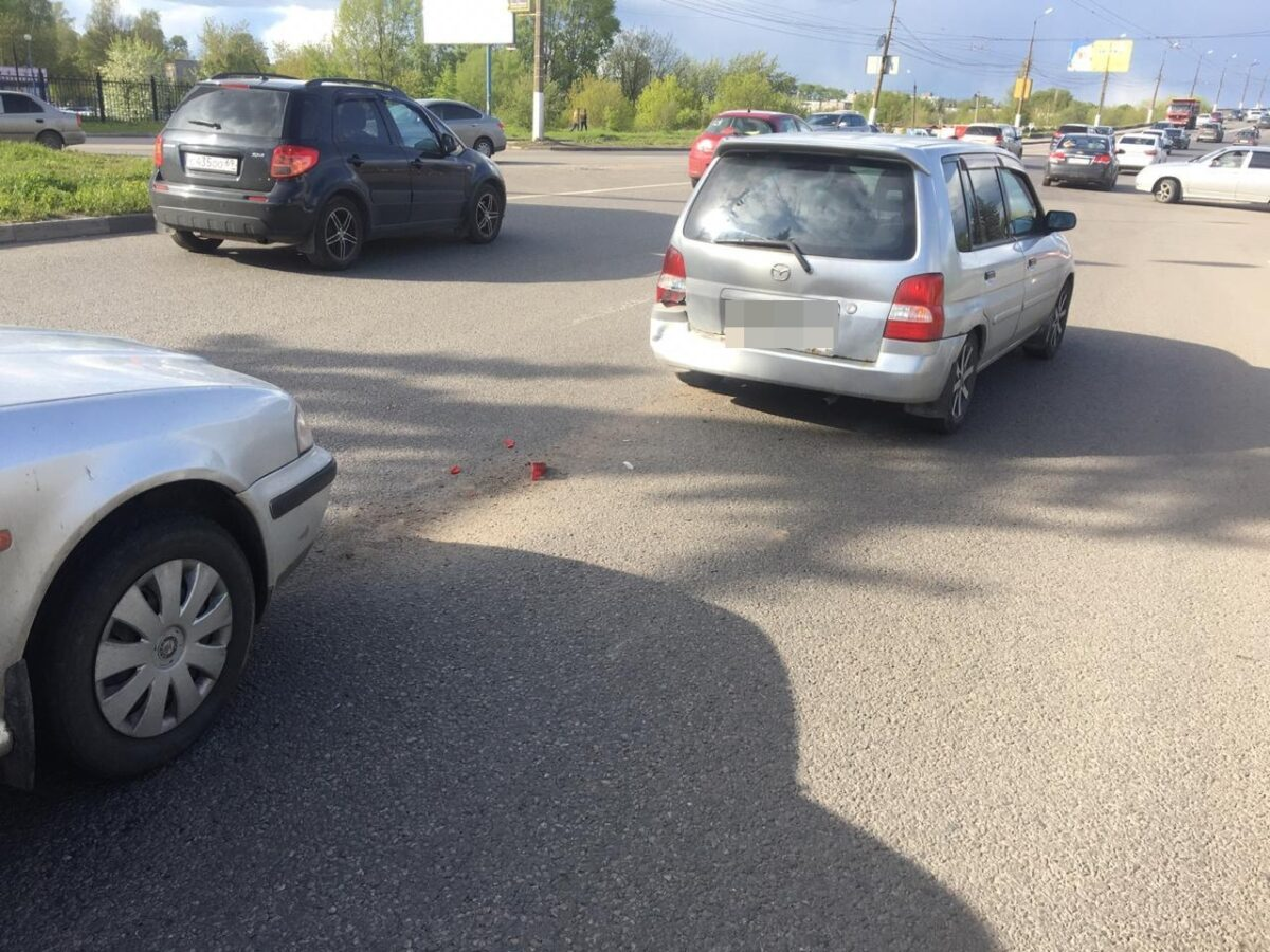 В ДТП в Твери пострадали водитель и пассажир