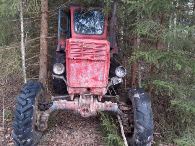 В Тверской области безработный мужчина украл два трактора