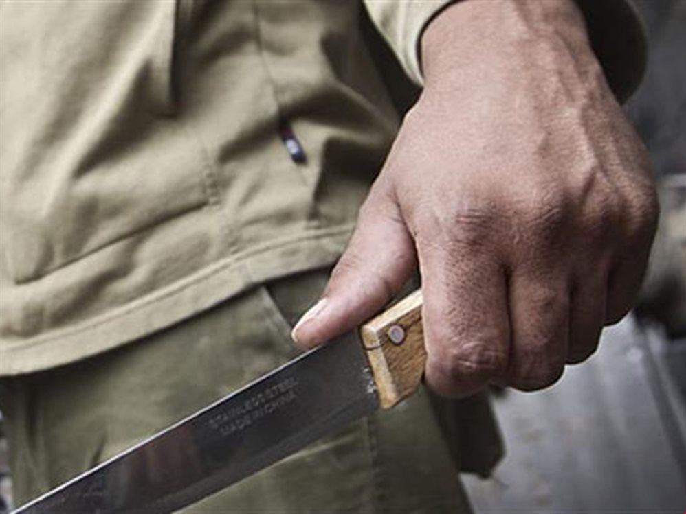 Пенсионер ударил ножом племянника своей жены в Тверской области