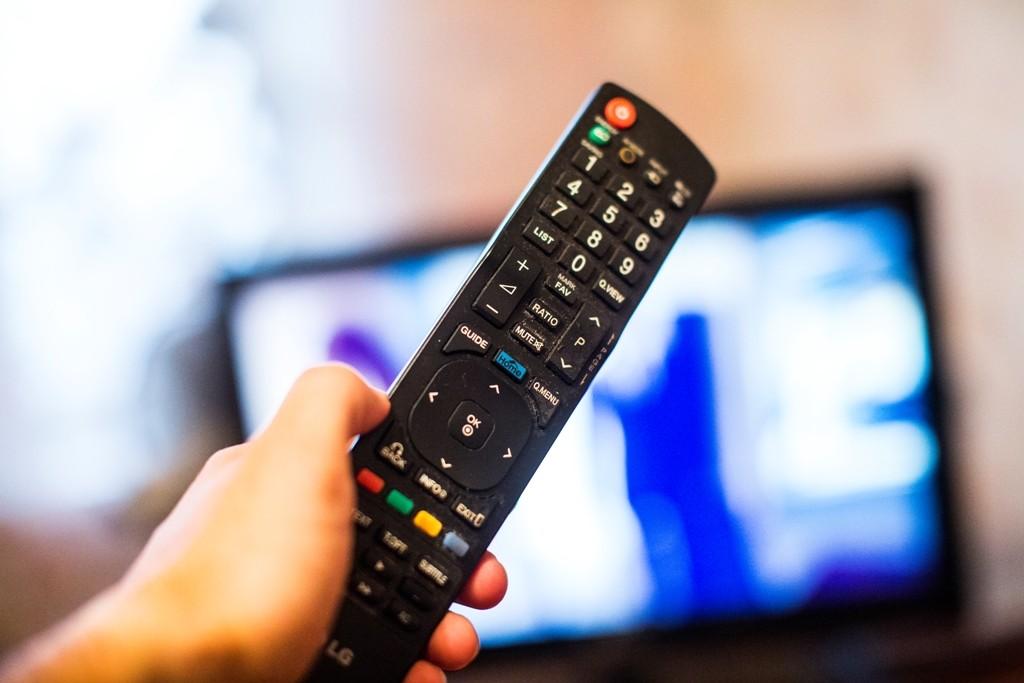 В Твери два рецидивиста лишили женщину телевизора