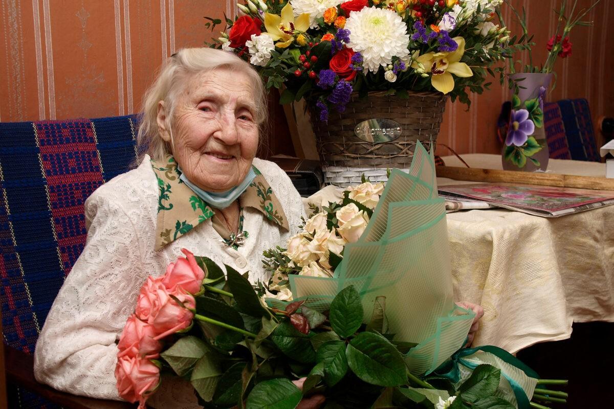 Участница Великой Отечественной войны Клавдия Фёдоровна Сенаторова празднует 100-летний юбилей