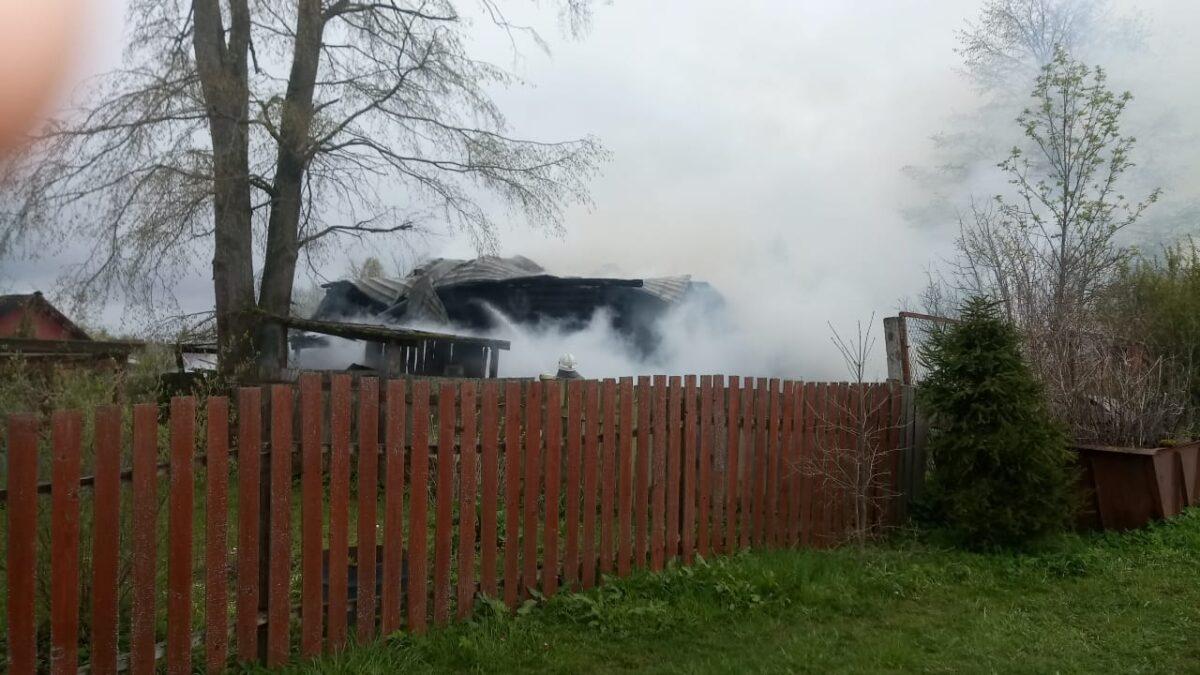В деревне Тверской области полностью сгорел дом