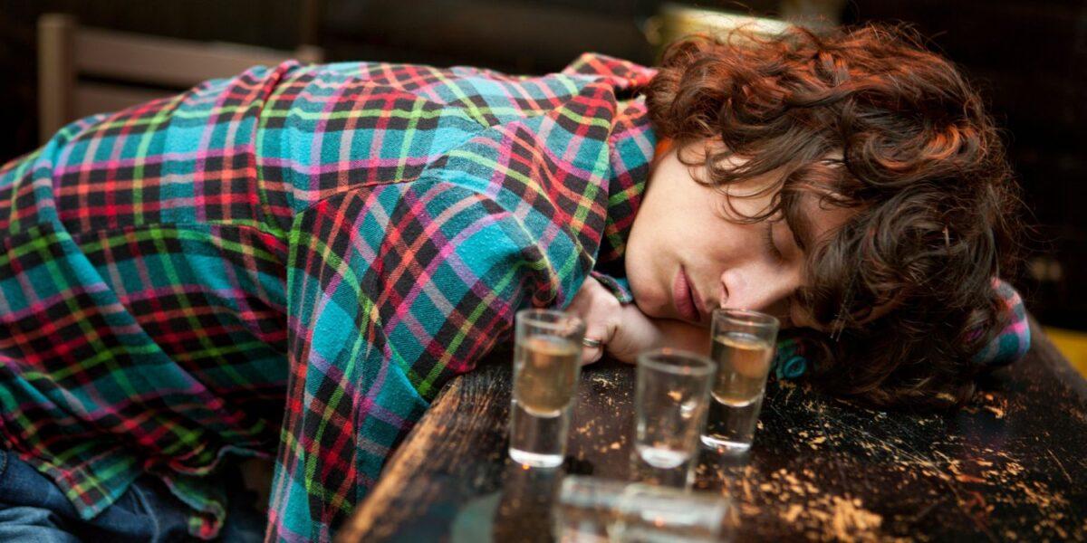 Бутылка ликера обошлась тверскому студенту в три раза дороже