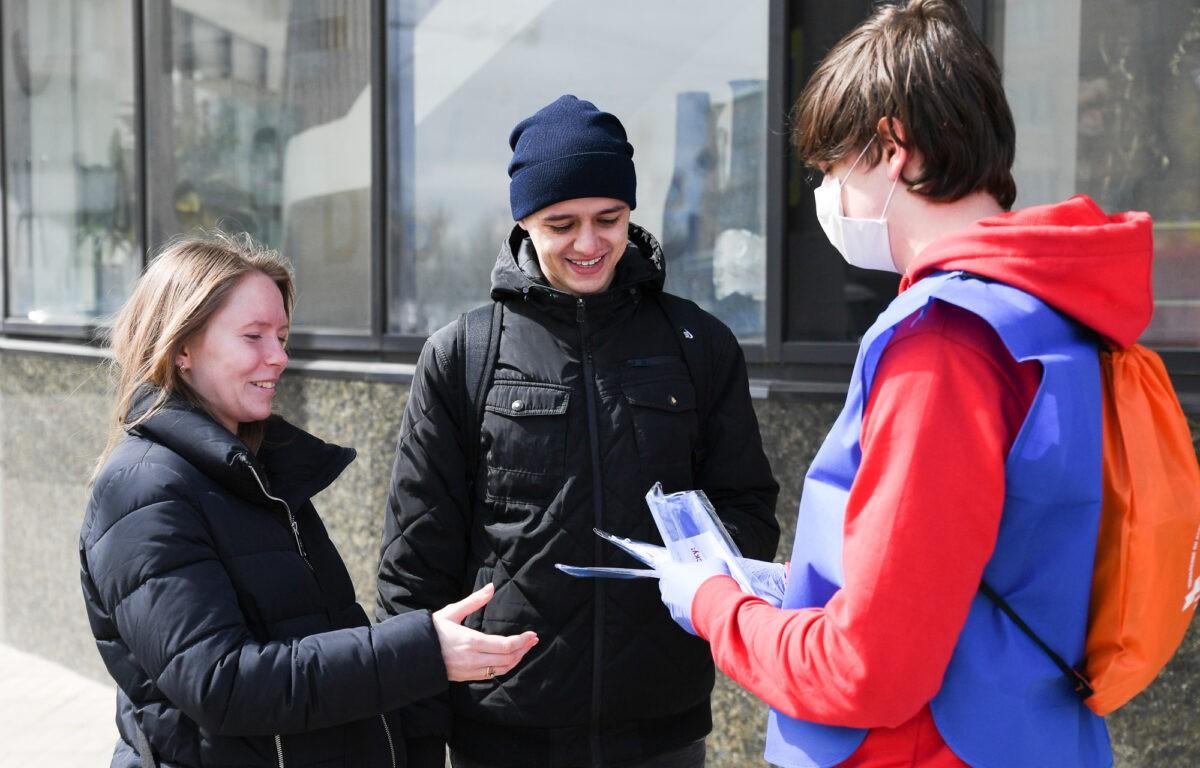 Жителям Тверской области уже раздали 200 тысяч защитных масок
