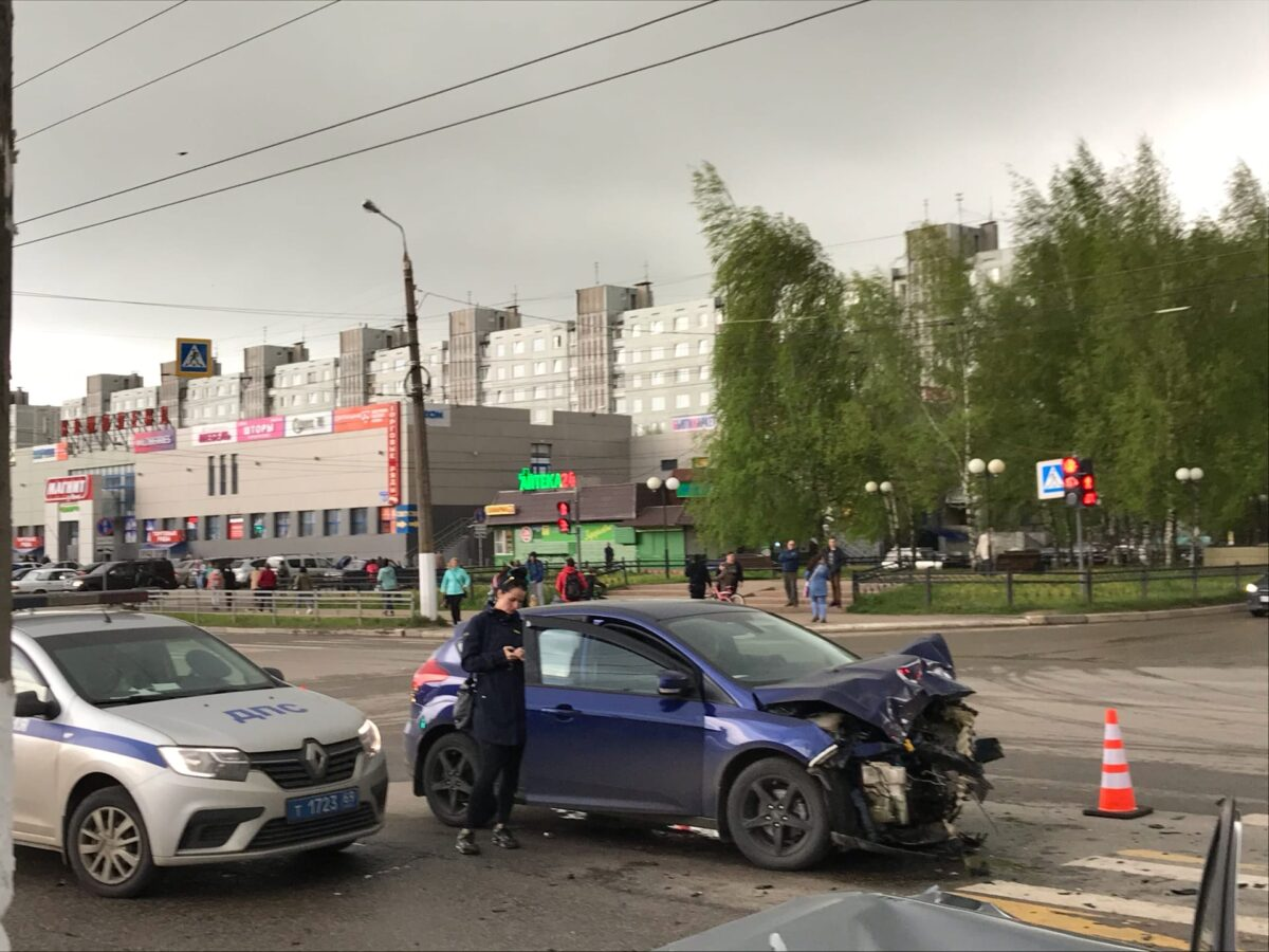 На улице Можайского в Твери произошло серьезное ДТП, есть пострадавшие