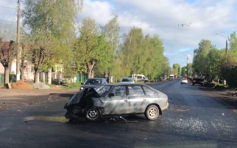 """В столкновении на шоссе в Твери разбился """"Москвич"""""""