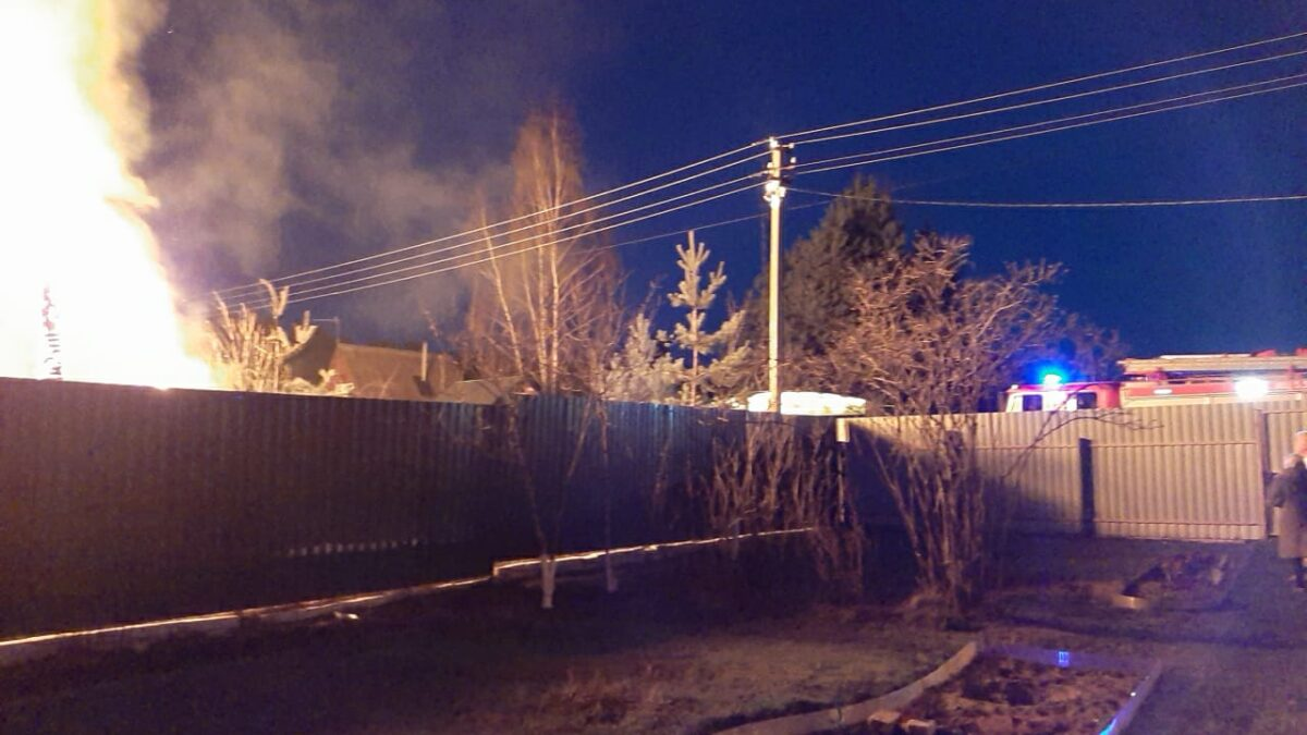 Под Тверью дотла сгорел деревенский дом