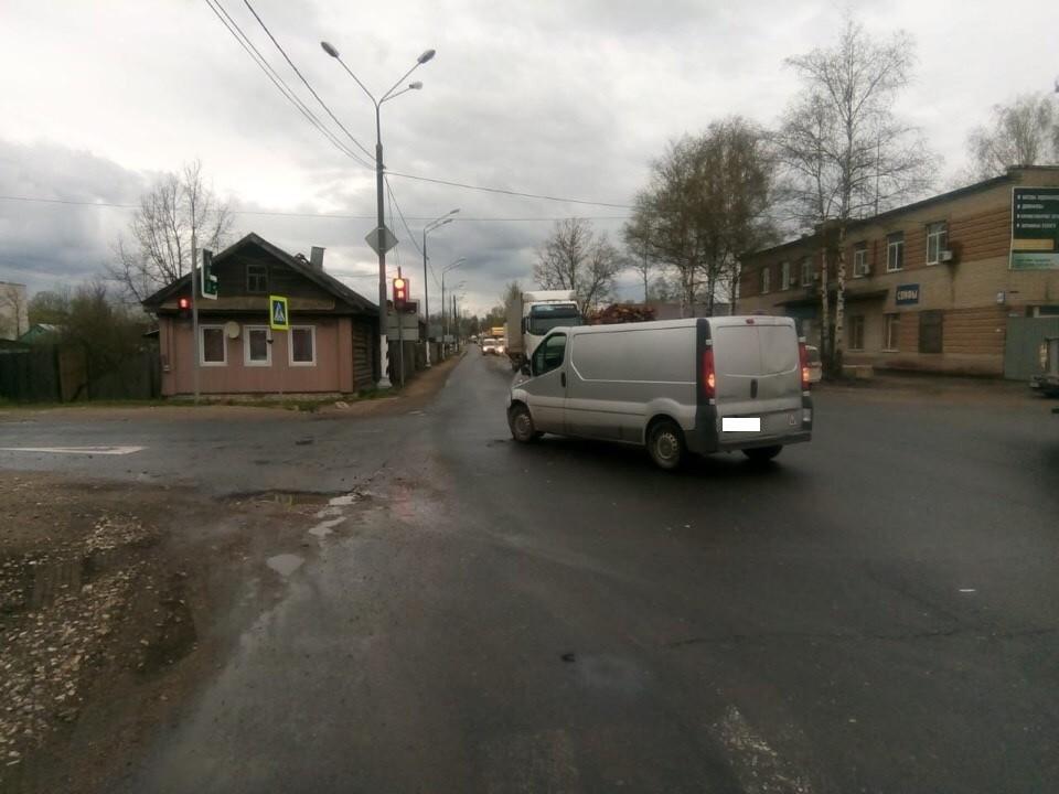 Водитель пострадал в столкновении двух автомобилей на М-10 в Тверской области