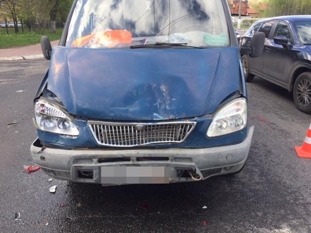 Опубликованы фотографии с места ДТП, в котором водитель в Твери сломал позвоночник