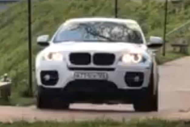 В Тверской области водитель BMW проехался по Аллее Героев