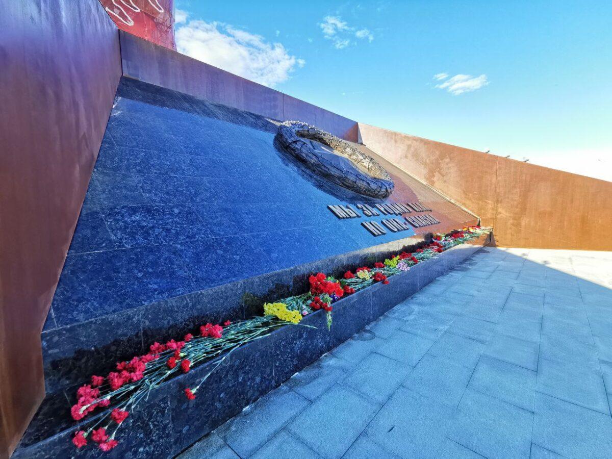 День Победы скульптор Андрей Коробцов отметил на мемориале в Тверской области