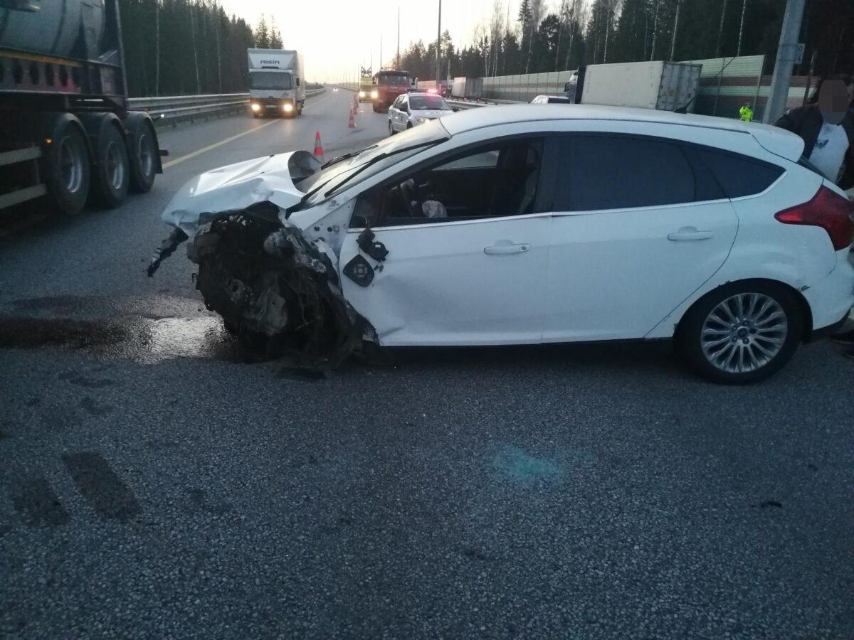 В Тверской области водитель Форда врезался в ограждение, пострадала пассажирка