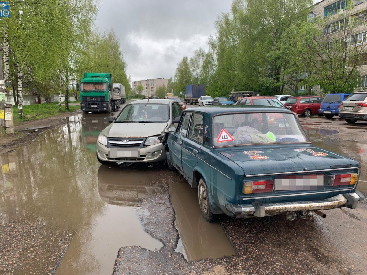 В Тверской области пенсионер на «Вазе» врезался на «встречке» в «Ладу»