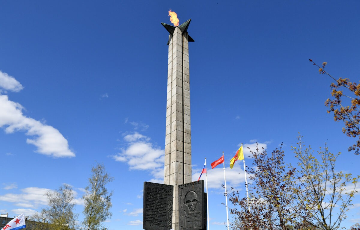 Игорь Руденя возложил цветы к Вечному огню в Твери