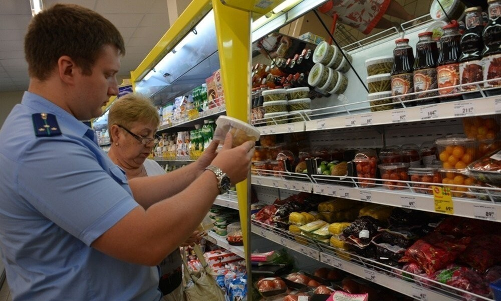 В магазине Тверской области продавали просроченные продукты