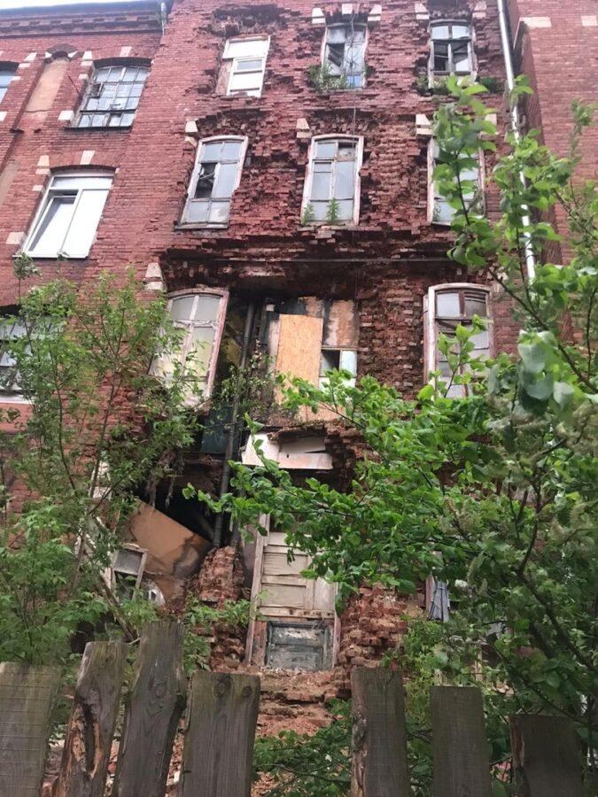 В Твери обрушилась стена жилой пятиэтажки