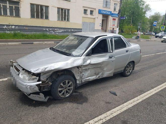 """Опубликовано видео момента столкновения """"БМВ"""" с """"ВАЗом"""" в Твери"""