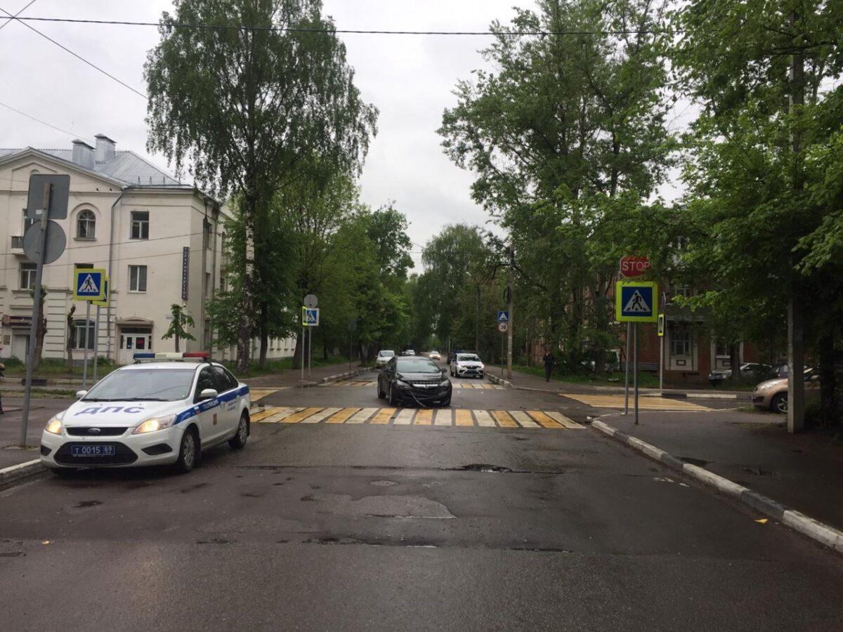 Опубликовано фото аварии в Твери, в которой пострадали двое подростков