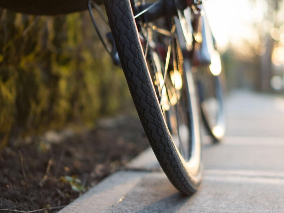 11-летняя велосипедистка-нарушительница попала под машину в Тверской области