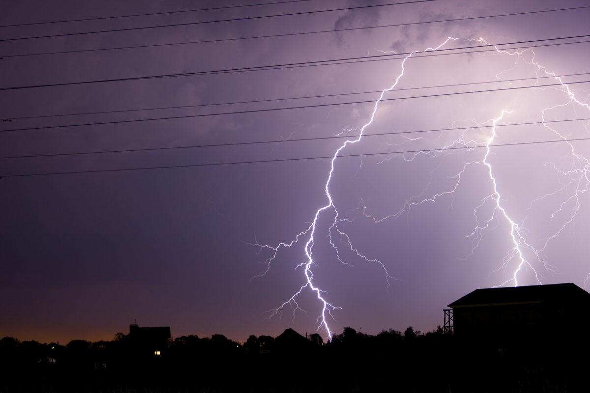 Вечером 5 июня в Тверской области будут гроза и сильный ветер