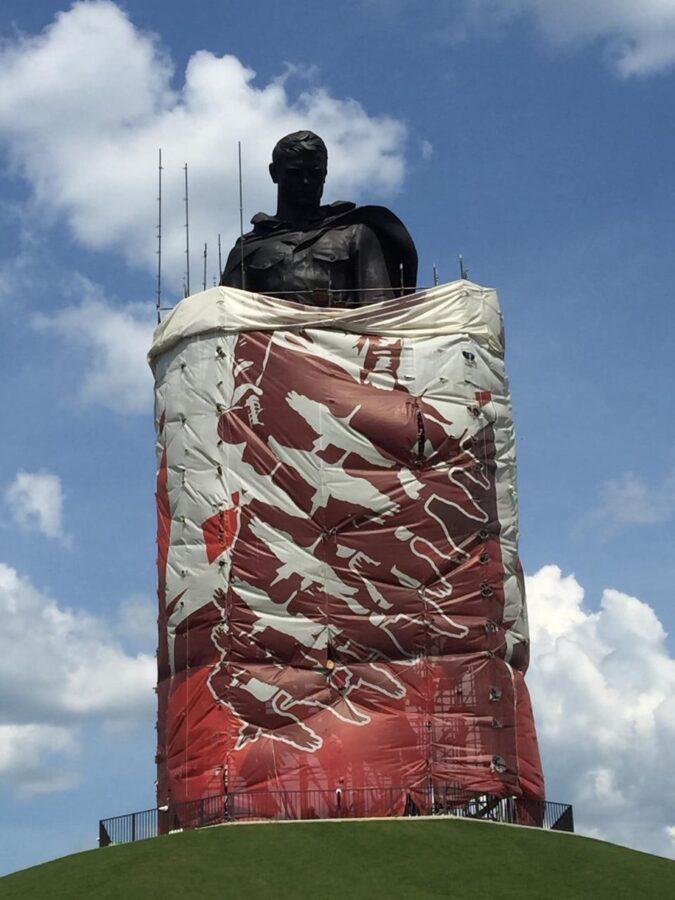 Опубликовано видео, как Ржевский мемориал в Тверской области моют перед открытием