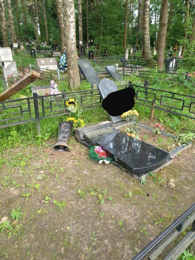 В разгроме кладбища оказалась замешана 14-летняя девочка из Твери