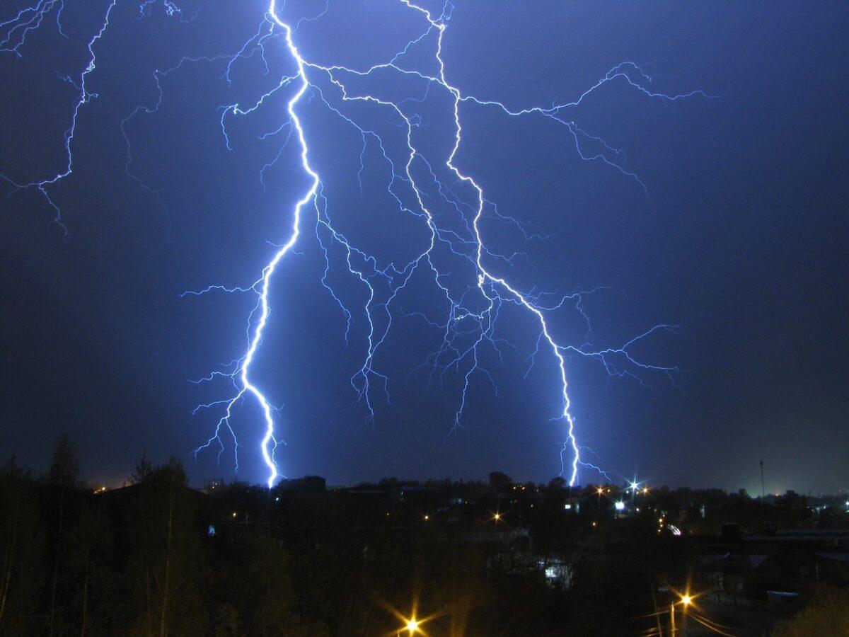 И снова грозы: погода в Тверской области отличается постоянством