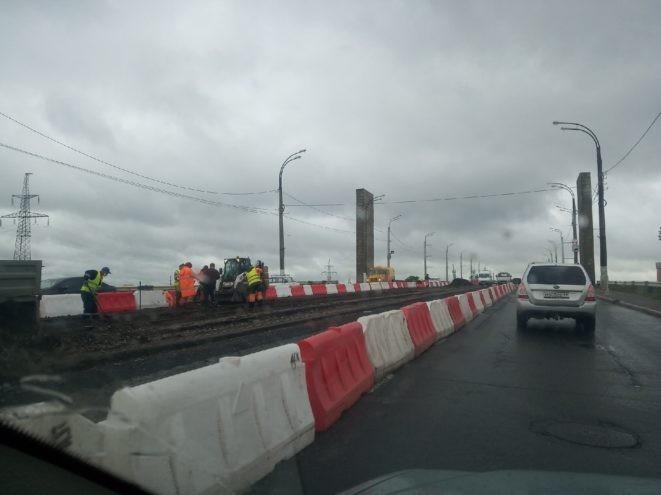 Из-за дорожных работ в Твери затруднено движение на Восточном мосту