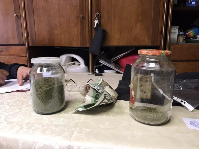 Запасливый наркоман из Тверской области хранил марихуану в банке