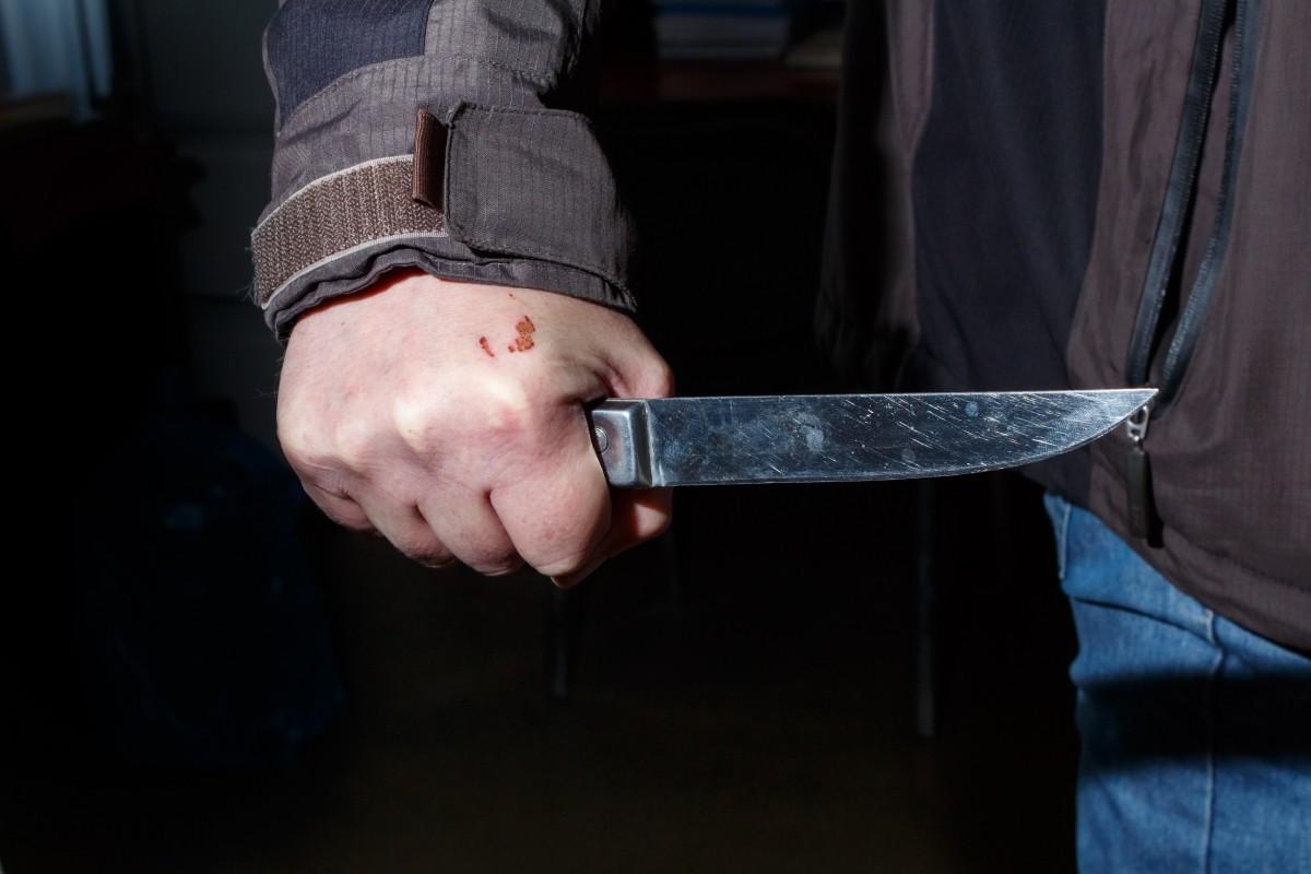 Пьяный житель Тверской области не хотел идти домой и зарезал собутыльника
