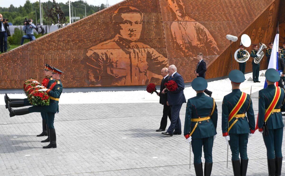 Владимир Путин и Александр Лукашенко открыли Ржевский мемориал в Тверской области