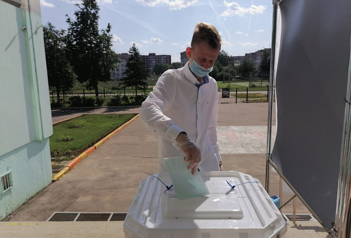 ТОП голосования: Молодые жители Тверской области получают памятные подарки